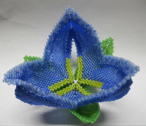 Sculptural Tulip with Tri-Leaf Base